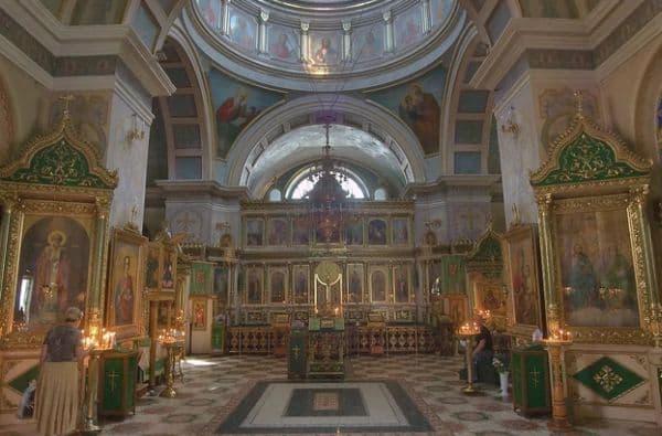 Служение в один из дней Светлой седмицы с полиелейной службой великомученику Георгию или другому святому