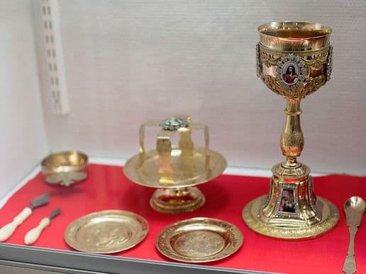 Причащение святых тайн и приготовление запасных даров