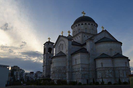 Служение в один из дней Светлой седмицы с бдением святому или храму святого