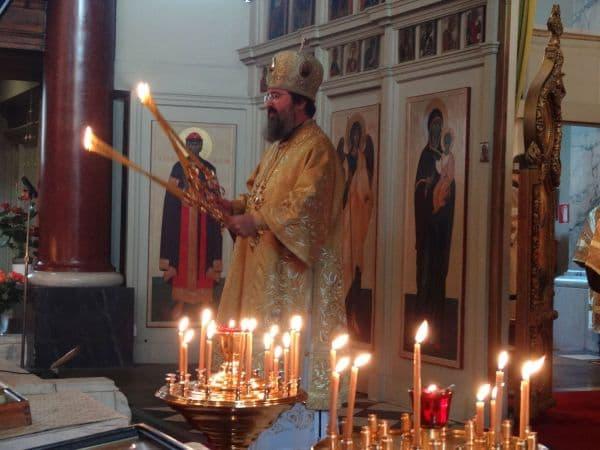 Служение в среду и пятницу с бдением святому или храму